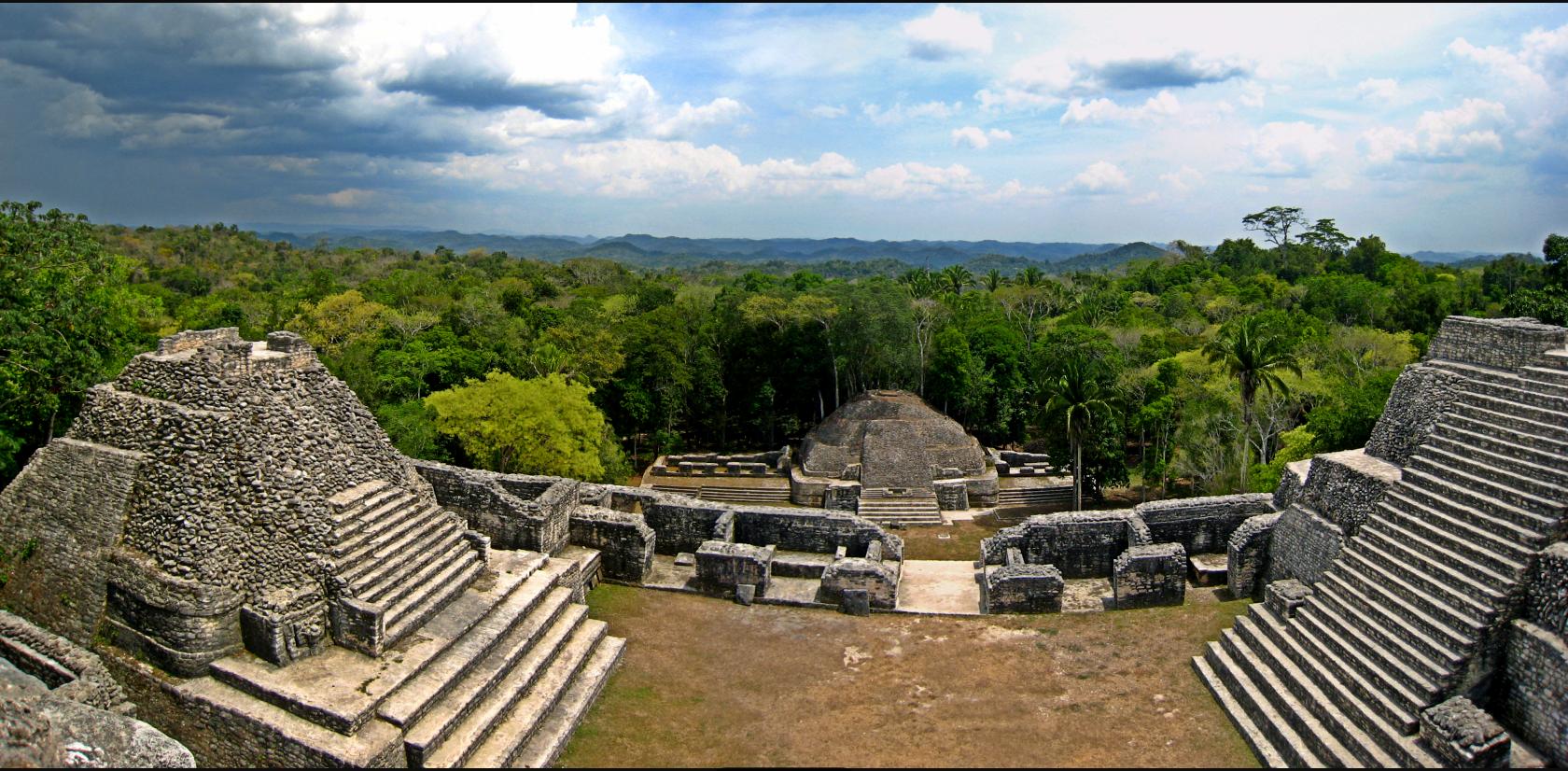 Panorama_atop_Caracol